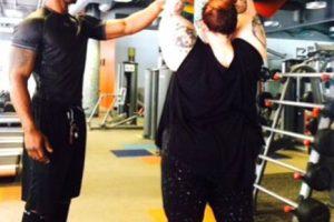 Ante eso, Tess mostró que no hace apología a la obesidad y al sedentarismo al compartir una instantánea en Instagram, donde se le ve trabajando con su entrenador personal. Foto:vía Instagram/Tess Holliday. Imagen Por: