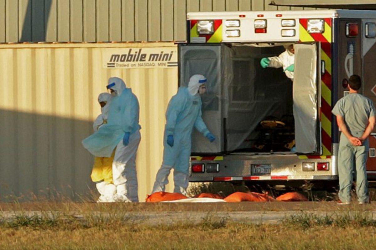 Este virus causó la muerte de 11 mil 005 personas en diversos países de África Occidental, como Sierra Leona, Liberia y Guinea. Foto:Getty Images. Imagen Por: