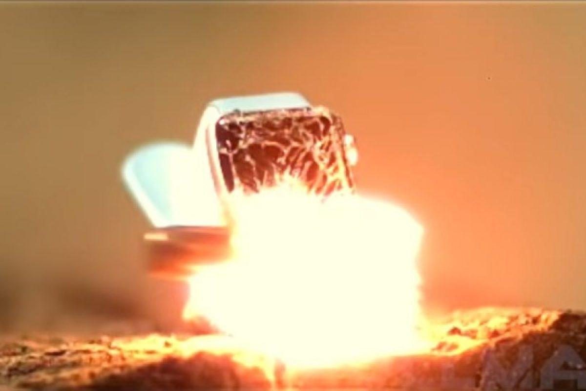 Al momento de recibir el impacto de bala. Foto:FullMag. Imagen Por: