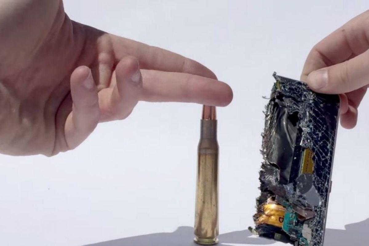 El impacto de bala quemó sus componentes. Foto:FullMag. Imagen Por: