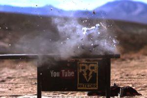 Al momento de recibir el impacto de bala se destruye en muchos pedazos. Foto:FullMag. Imagen Por: