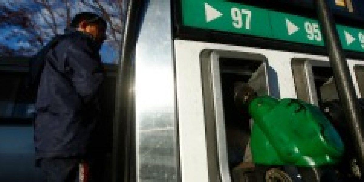 Precio de las bencinas sube hasta $4 este jueves