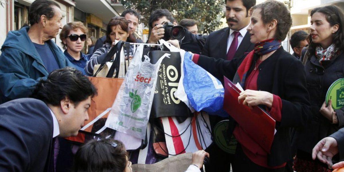 Municipio de Santiago busca reducir uso de bolsas plásticas