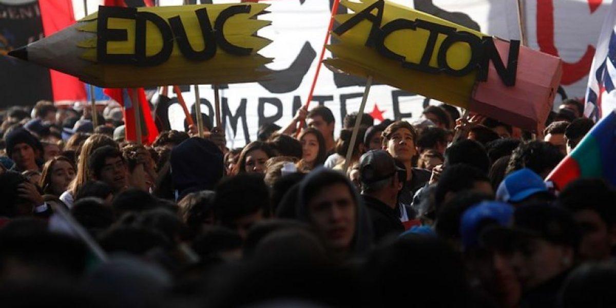 Así se desarrolla marcha por la educación en Santiago