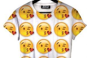 Esta camiseta de emojis Foto:vía instagram.com/belovedshirts. Imagen Por: