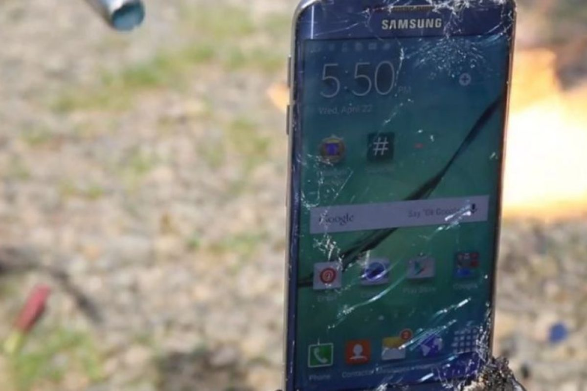El celular tuvo una dura prueba contra el fuego. Foto:EverythingApplePro. Imagen Por: