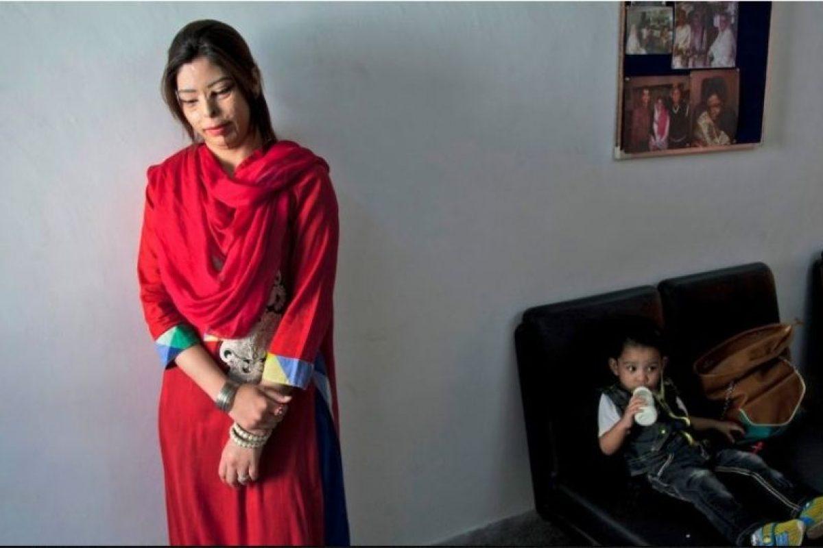 Cada día se generan innumerables historias de ataques a mujeres en Pakistán, un país en el que bajo la ideología islámica, el género femenino está sometido a estrictas leyes y severos castigos. Foto:AP. Imagen Por:
