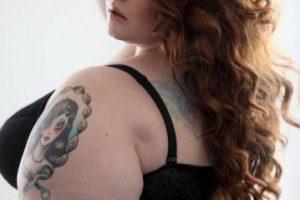 """Las mujeres """"plus size"""" en ropa interior no desafían estándares. Muestran que se puede ser bella en cualquier talla y con cualquier forma del cuerpo. Modelos y blogueras ya han dejado atrás los temores y han inspirado a otras a mostrar su cuerpo y no disimular sus singularidades. ¿Qué más poderoso que una mujer segura de sí misma en el juego de miradas? Foto:vía Facebook/Tess Holliday. Imagen Por:"""