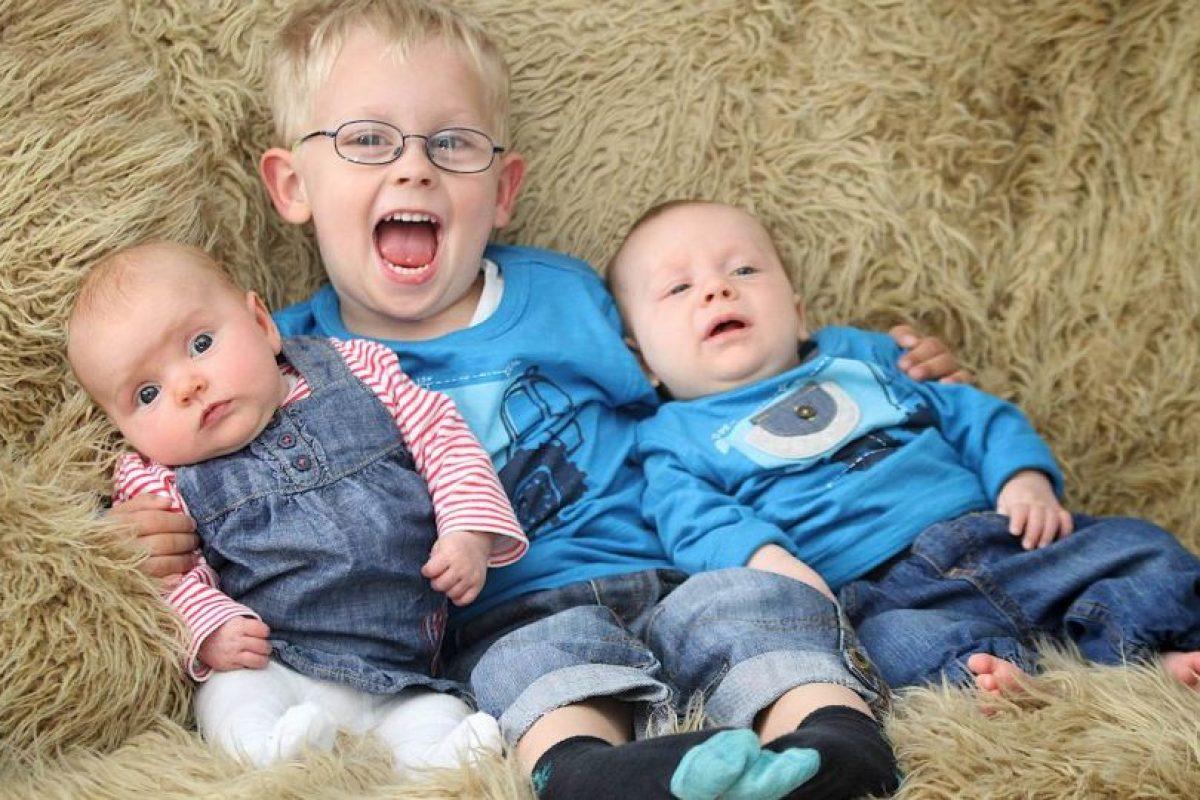 ¿Ustedes creen que ellos son trillizos? Su madre insiste en que sí. Foto:vía Barcroft Media. Imagen Por: