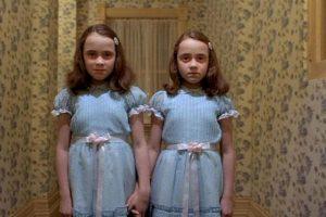 """También las niñas del """"Resplandor"""". Foto:vía Warner Bros. Imagen Por:"""