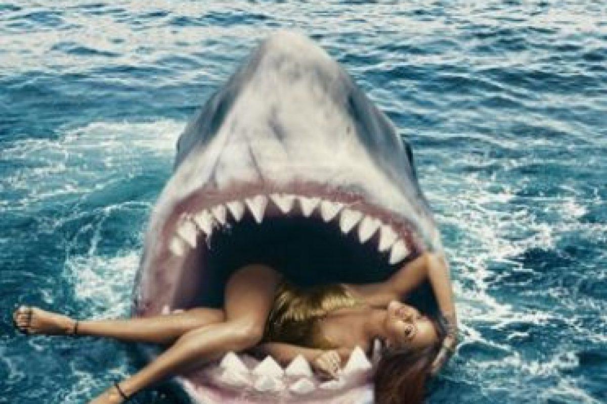 Cuando la cantante salió de la piscina no podía dejar de temblar de la hazaña Foto:Harper's Bazaar. Imagen Por: