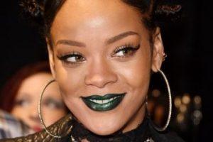 Ese peinado también volvió. Y de paso el labial verde y azul. Los consiguen en Manic Panic, NYX, OCC Compulsive y Kat Von D. Foto:vía Getty Images. Imagen Por: