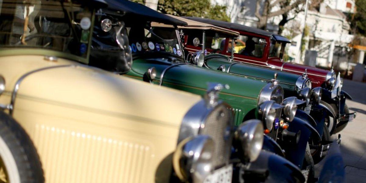La nostalgia se tomó Providencia con muestra de autos antiguos