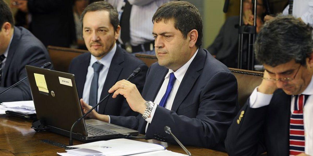 Gobierno pide la renuncia a cuestionado director del SII