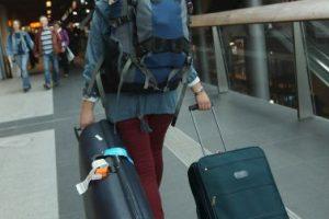 Los agentes de seguridad del aeropuerto al pasar la maleta por un escáner descubrieron que en lugar de ropa aparecía la silueta de un menor. Foto:Getty Images. Imagen Por: