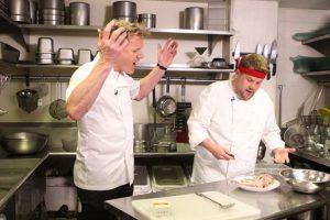 """Todo el mundo sabe cómo trata Gordon Ramsay a sus empleados, con solamente ver """"Hell´s Kitchen"""". Foto:vía Getty Images. Imagen Por:"""