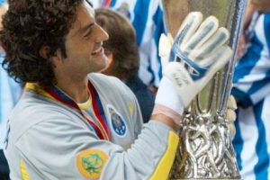 El arquero portugués logró esta impresionante cantidad de títulos gracias a sus logros en la Liga de Portugal y algunos más en el Barça, entre los que destacan 11 Ligas portuguesas, 9 Supercopas de Portugal y 1 Champions League. Foto:Getty Images. Imagen Por: