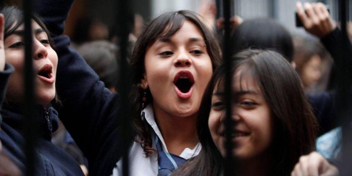 Polémica: colegio ofrece sietes a alumnas para desfilar 21 de mayo