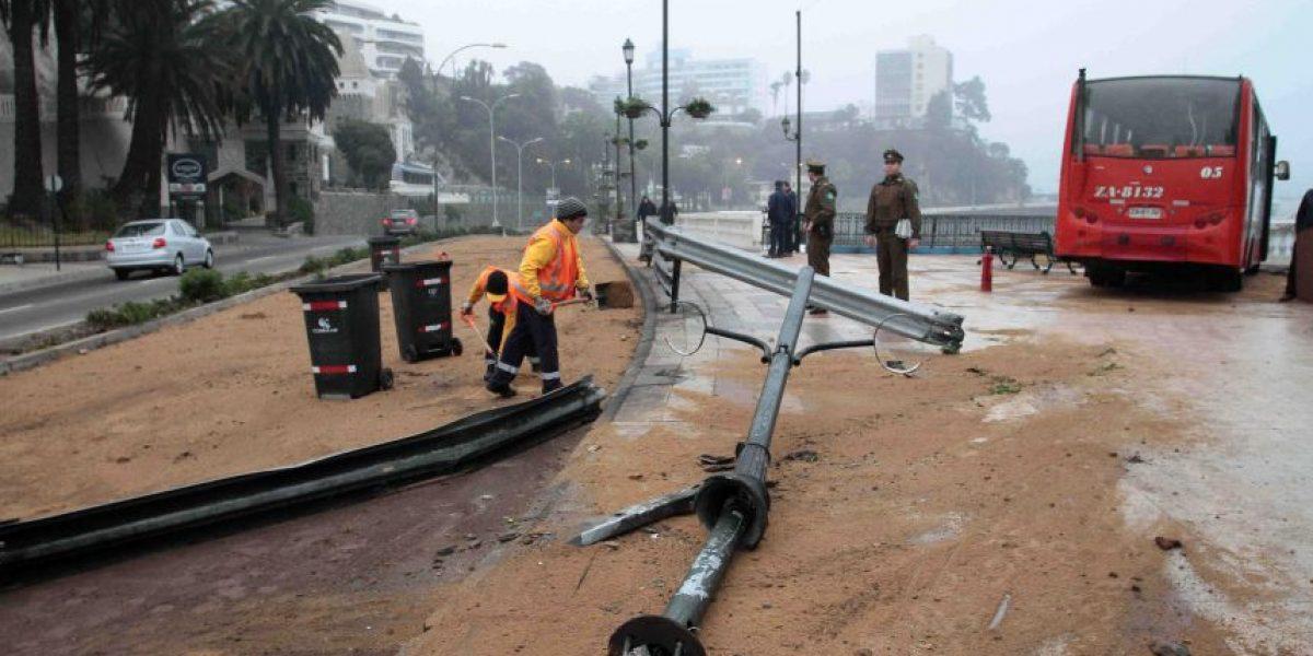 Derrame de petróleo en Valparaíso causa gigantesco taco