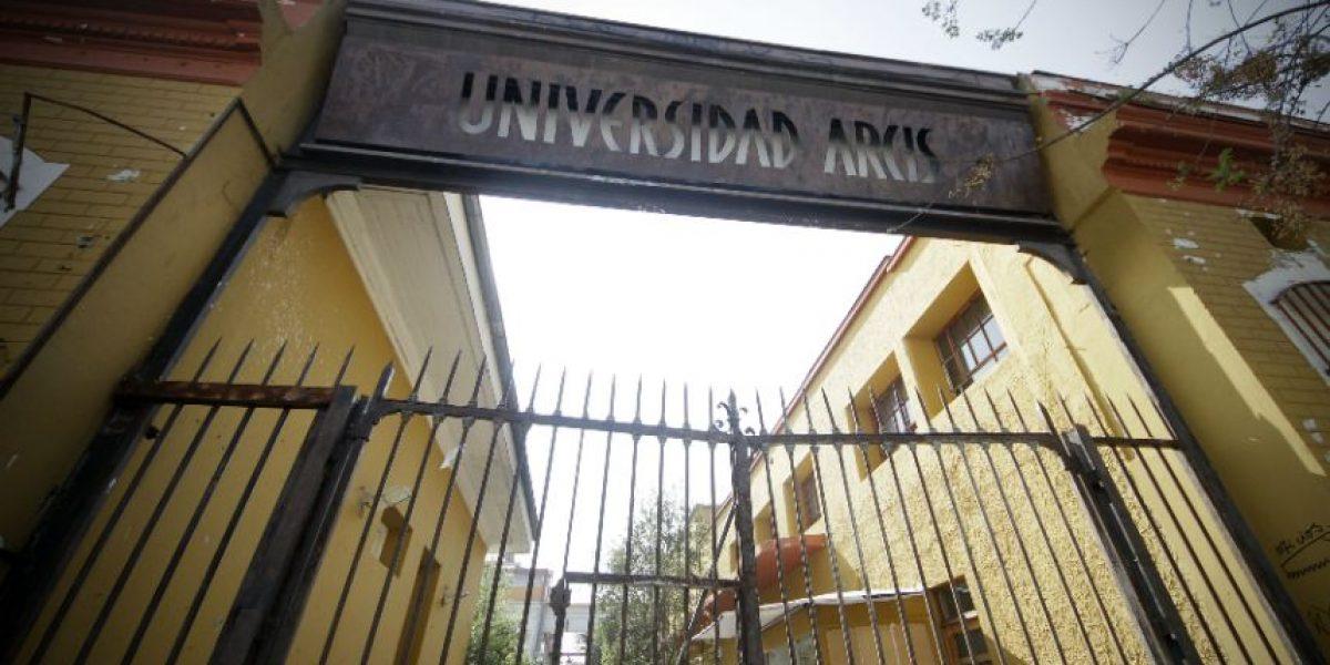 UDI pide investigar al ministro Barraza por crisis en la U. Arcis