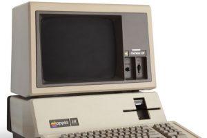 Apple III fue el orientador de negocios personal que esta empresa creó en 1980. Su torpeza y mal diseño fue lo que lo llevó al olvido Foto:Wikicommons. Imagen Por: