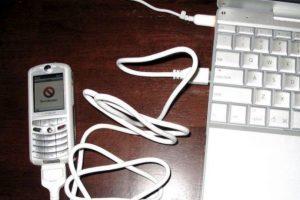 En el 2005 se lanzó ROKR. Se trata de un teléfono móvil que relativamente tuvo éxito de Motorola y Apple Foto:Wikicommons. Imagen Por: