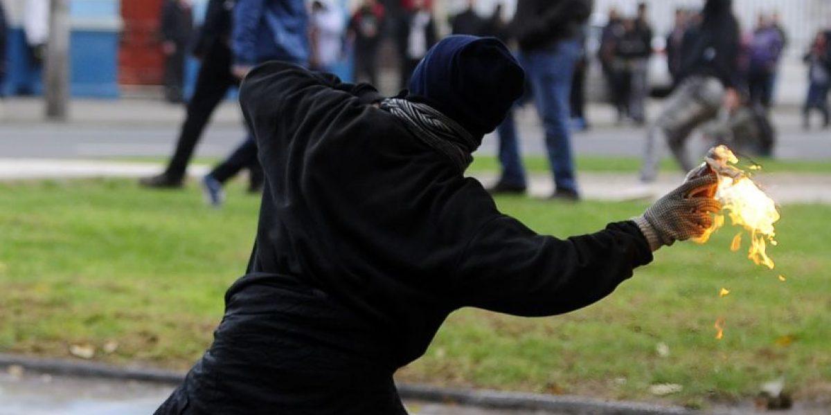 Condenan a joven que atacó con molotov a carabineros