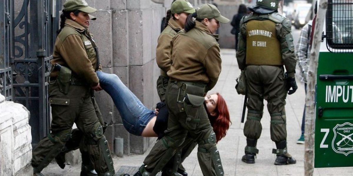 Veinte detenidos deja protesta contra Bachelet en el ex Congreso