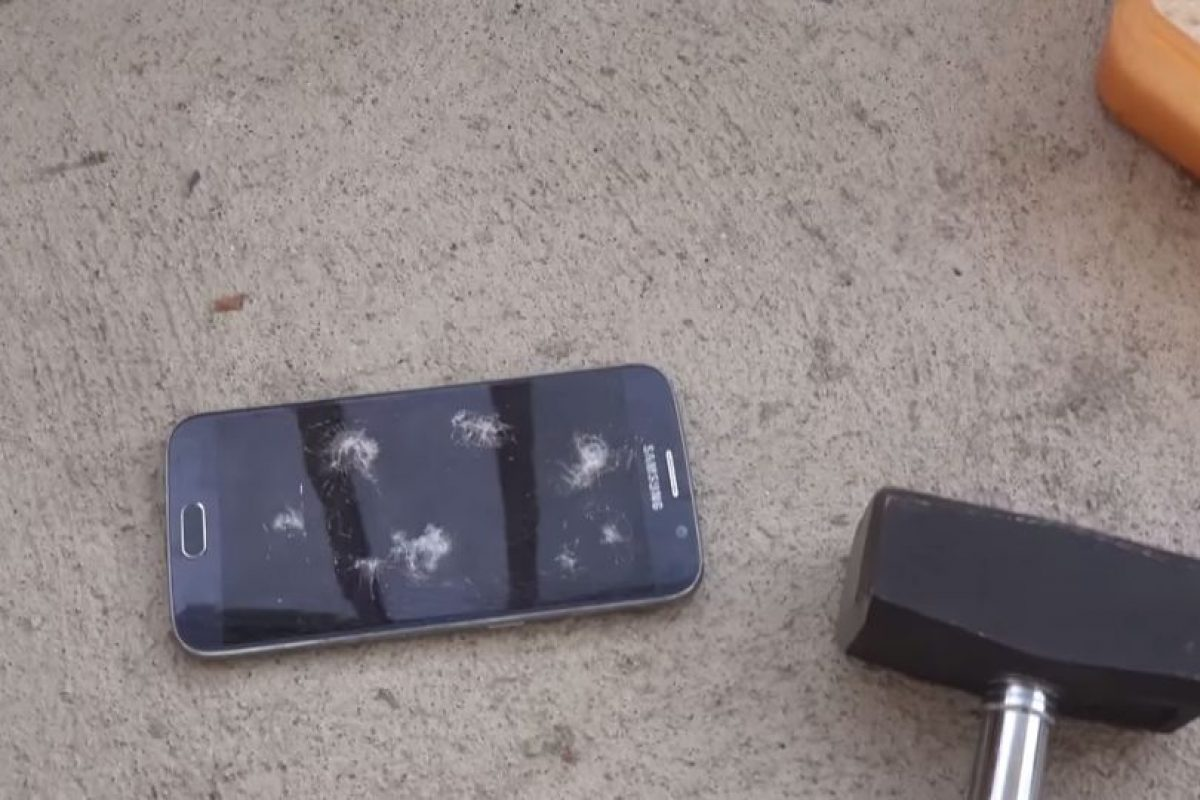 La fuerza aplicada rompe la pantalla. Foto:adrianisen. Imagen Por: