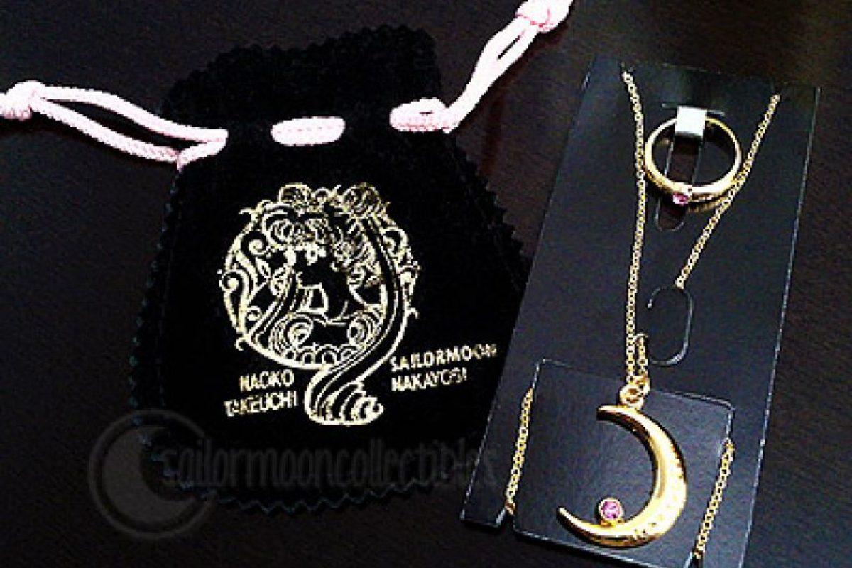 Collar y anillo de luna. Foto:vía Sailor Moon Collectibles. Imagen Por: