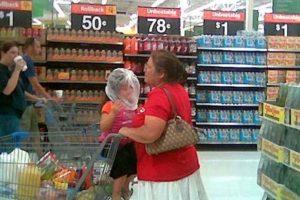 Esto es lo que nunca debrían hacer con sus hijos Foto:PeopleofWalmart. Imagen Por: