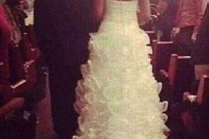 Un bebé en la cola del vestido de novia… ¿dará buena suerte? Foto:Reddit. Imagen Por:
