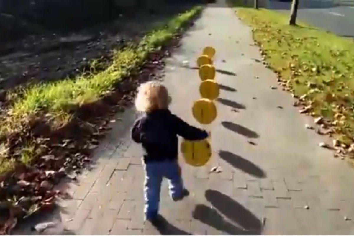 "Un niño pasea con efectos de ""Super Mario Bros"" Foto:Chris Kessler/precious moment. Imagen Por:"