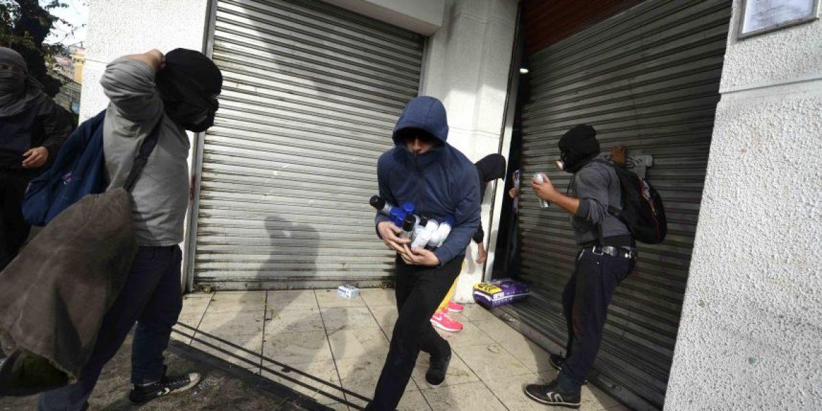 Encapuchados saquearon negocios  tras marcha en Valparaíso
