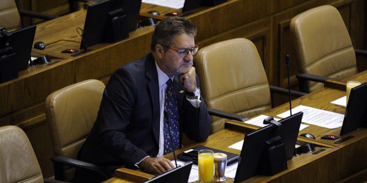 Diputado Ramón Farías es criticado por sacarse