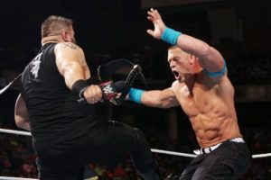 Pesa 121 kilogramos Foto:WWE. Imagen Por: