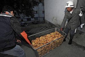 Militares de siete tropas producen alrededor de 75 mil piezas de pan diarias. Foto:AFP. Imagen Por: