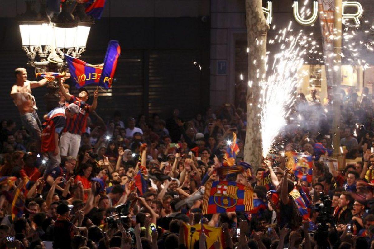 Celebración de fanáticos del FC Barcelona Foto:AFP. Imagen Por:
