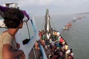 Rescatan inmigrantes ilegales en Indonesia. Foto:AFP. Imagen Por: