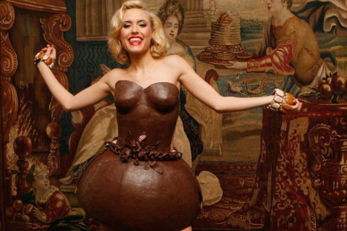 Vestido de chocolate para derretir corazones. Foto:vía Getty Images. Imagen Por: