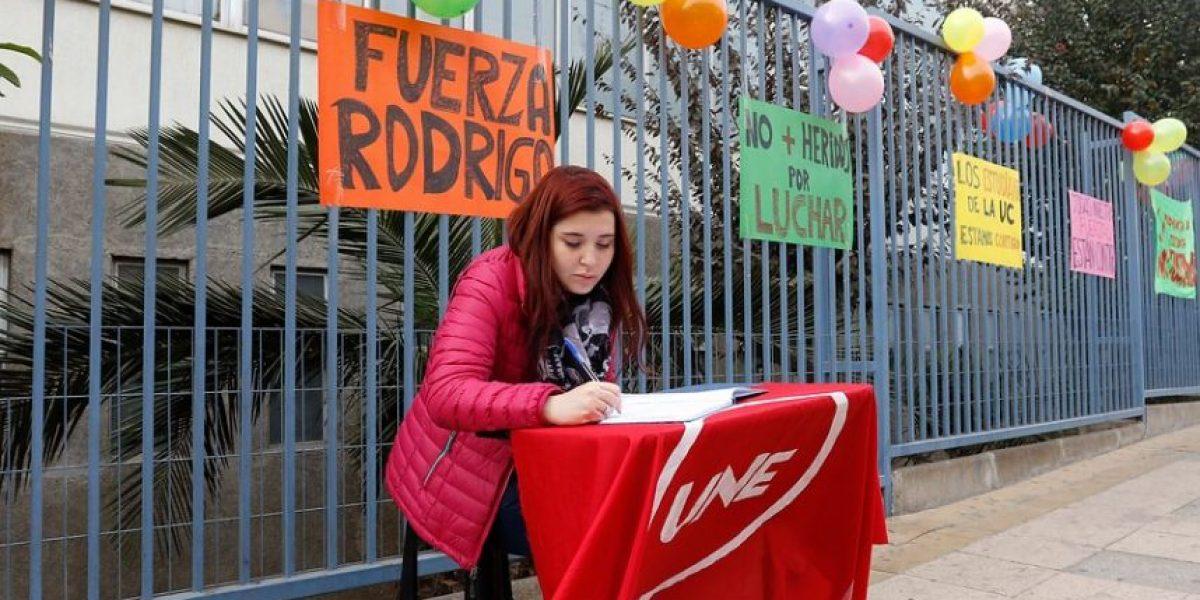Hermana de joven herido en Valparaíso pide renuncia de Burgos