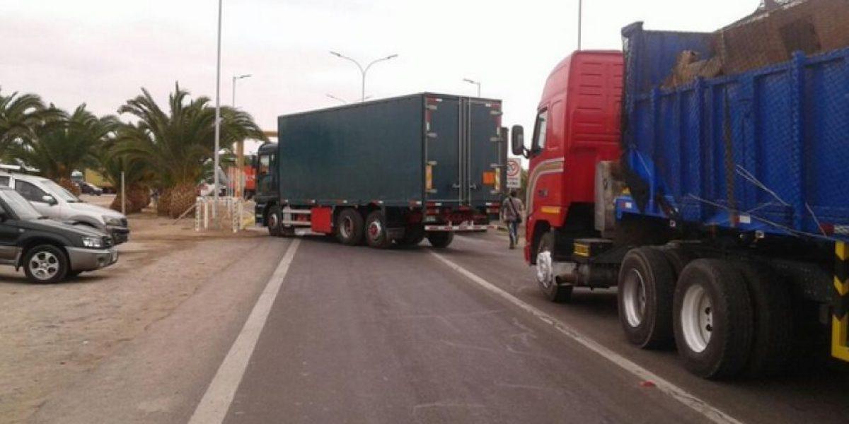 Paso Chacalluta: camioneros bloquean tránsito hacia Perú
