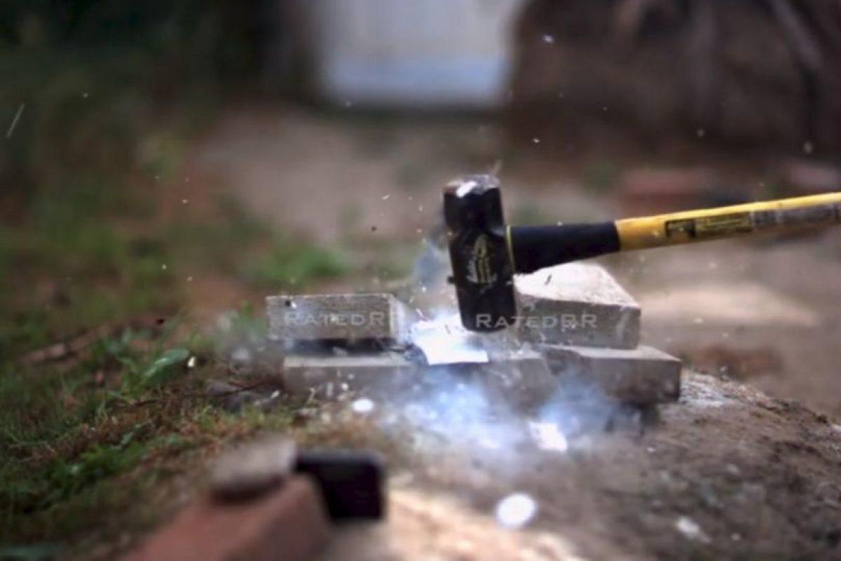 Golpe de martillo Foto:YouTube/Rated RR. Imagen Por: