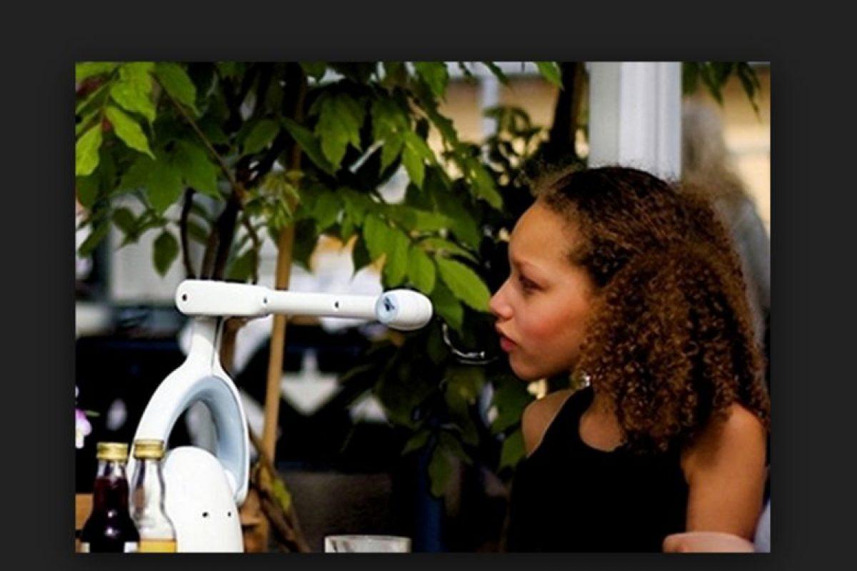Bestic es es un pequeño brazo robótico con una cuchara en el extremo. Sustituirá a las enfermeras en el futuro. Foto:Bestic AB. Imagen Por: