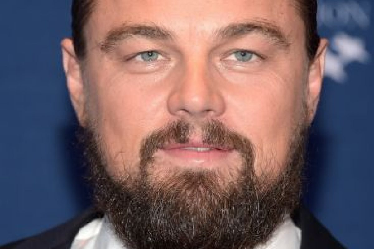 Una fuente aseguró que el actor mantiene una obsesión con la aplicación para citas Tinder. Foto:Getty Images. Imagen Por: