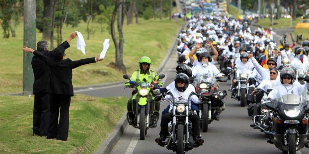 Caravanas de motociclistas homenajean a militares colombianos heridos