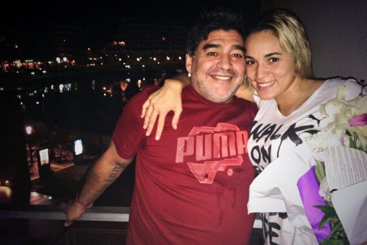 Diego Maradona y Rocío Oliva Foto:Vía twitter.com/rogeraldineoliv. Imagen Por: