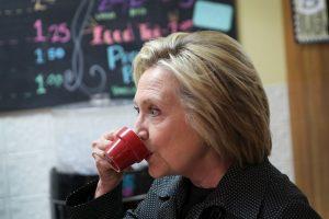 La polémica por los correos electrónicos de Clinton, cuando se desempeñaba como secretaria de Estado, no han cesado. Menos esta semana, cuando el Departamento de Estado liberó aproximadamente 300 correos. Foto:Getty Images. Imagen Por: