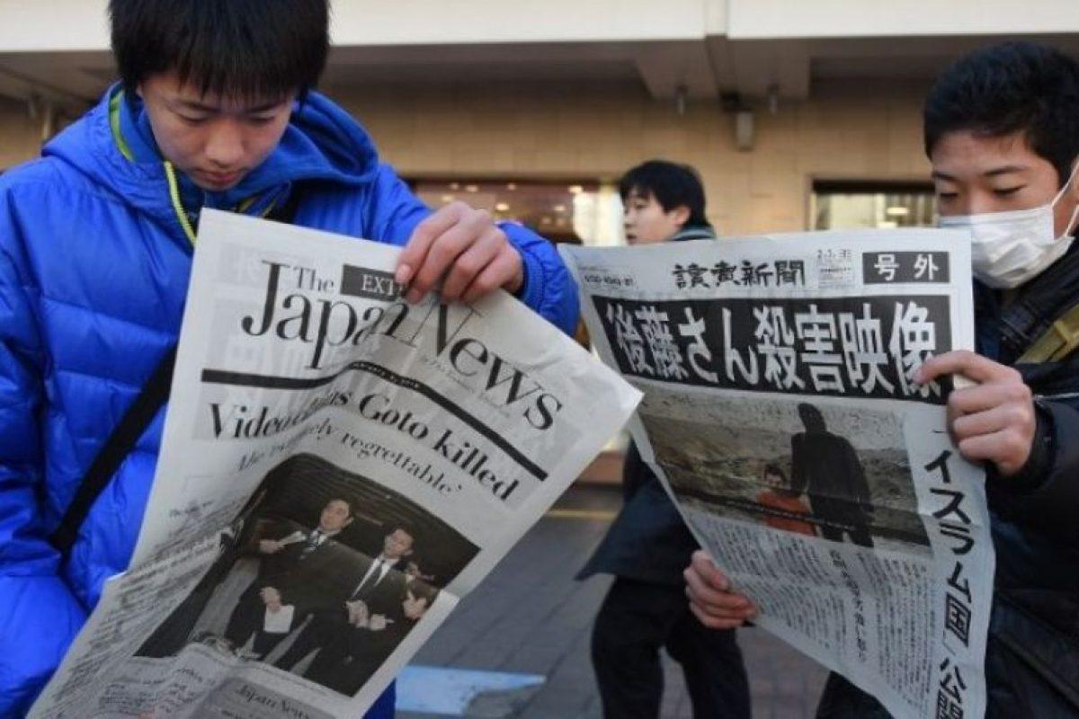 Haruna Yukawa y Kenji Goito fueron asesinados por el grupo en enero de 2015. El grupo le dio 72 horas al gobierno japonés para negociar un rescate de 200 millones de dólares, la misma cantidad que Japón aportó para la lucha contra el terrorismo. Foto:AFP. Imagen Por: