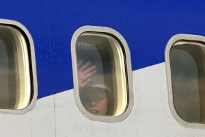 Eduardo Caram, se preocupó cuando vió cómo se desprendió el protector de su ventana en el avión antes de despegar. Foto:Getty Images. Imagen Por: